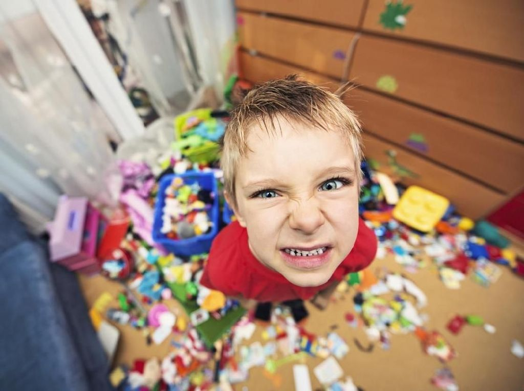 Tips Hadapi Anak Memukul dan Melempar Barang Saat Marah