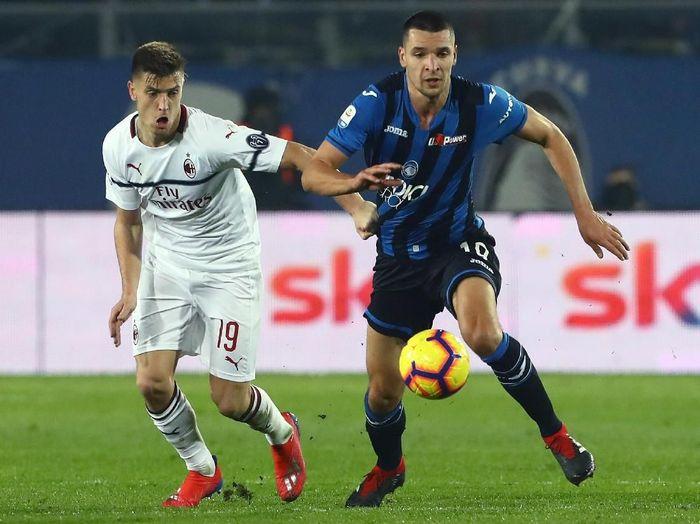 Krzysztof Piatek mencetak dua gol kemenangan AC Milan atas Atalanta dengan skor 3-1. (Foto: Marco Luzzani/Getty Images)