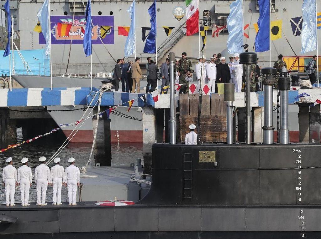 Iran Pamerkan Kapal Selam Baru, Mampu Tembakkan Rudal Jelajah