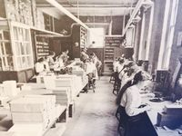 Portrait of workers at a pen factory in Birmingham in the past (Facebook / Pen Museum)