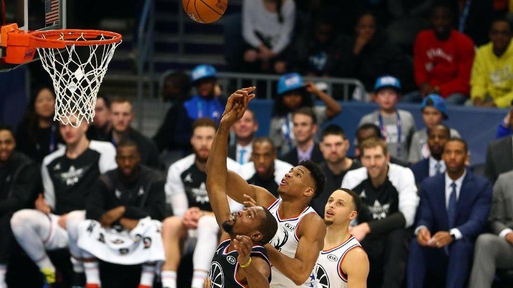 Bangkit Selepas Halftime, Tim LeBron Kalahkan Tim Giannis 178-164