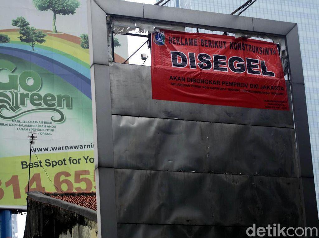 Reklame Ilegal Kembali Ditertibkan Pemprov DKI