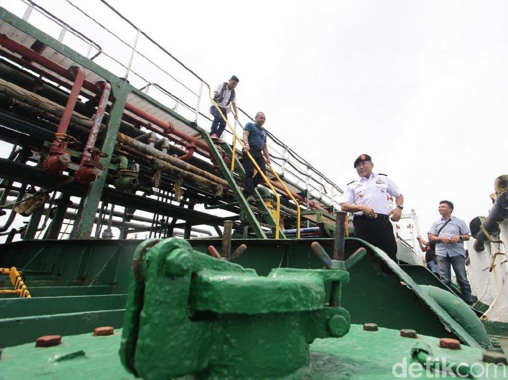 Bakamla Amankan Kapal yang Transfer BBM Ilegal di Perairan Batam