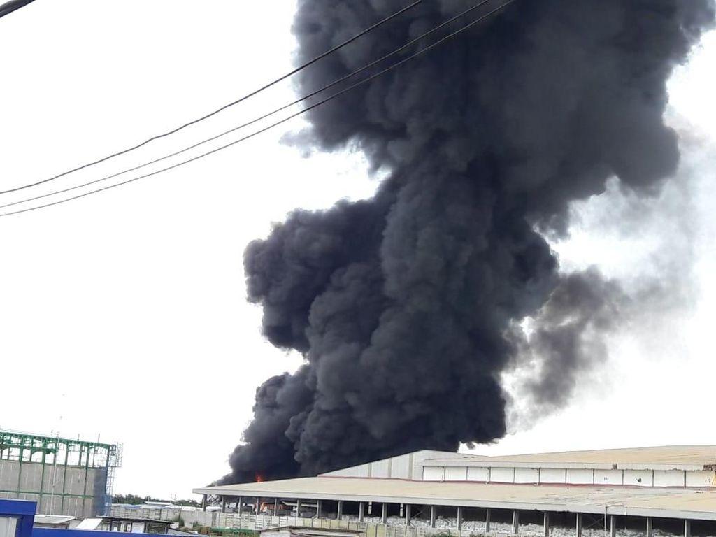 Gudang di Kawasan Industri Maspion Gresik Terbakar