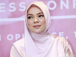 Dewi Sandra Ingin Bunuh Diri Usai Cerai dari Glenn Fredly
