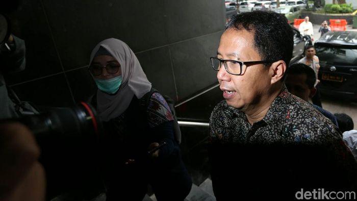 Joko Driyono saat tiba di Direktorat Reserse Kriminal Umum, Polda Metro Jaya. (Agung Pambudhy/detikSport)