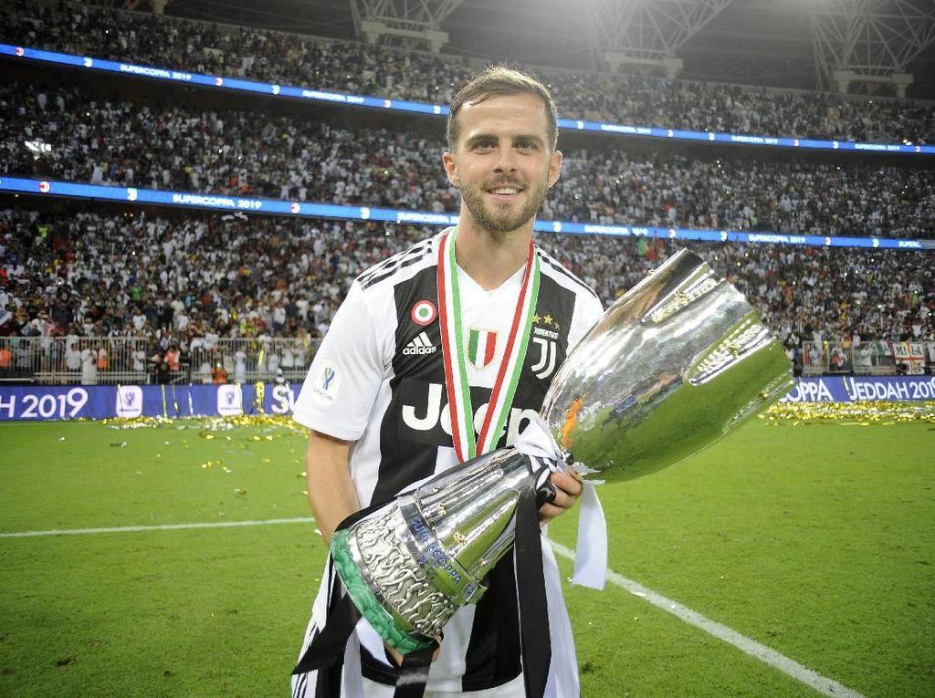 Ditaksir Banyak Klub, Pjanic Setia Juventus