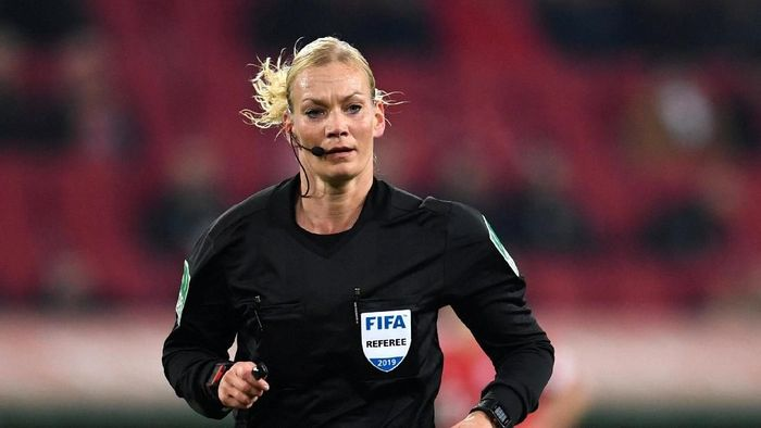 Bibiana Steinhaus, wasit perempuan Bundesliga (Andreas Gebert/Reuters)