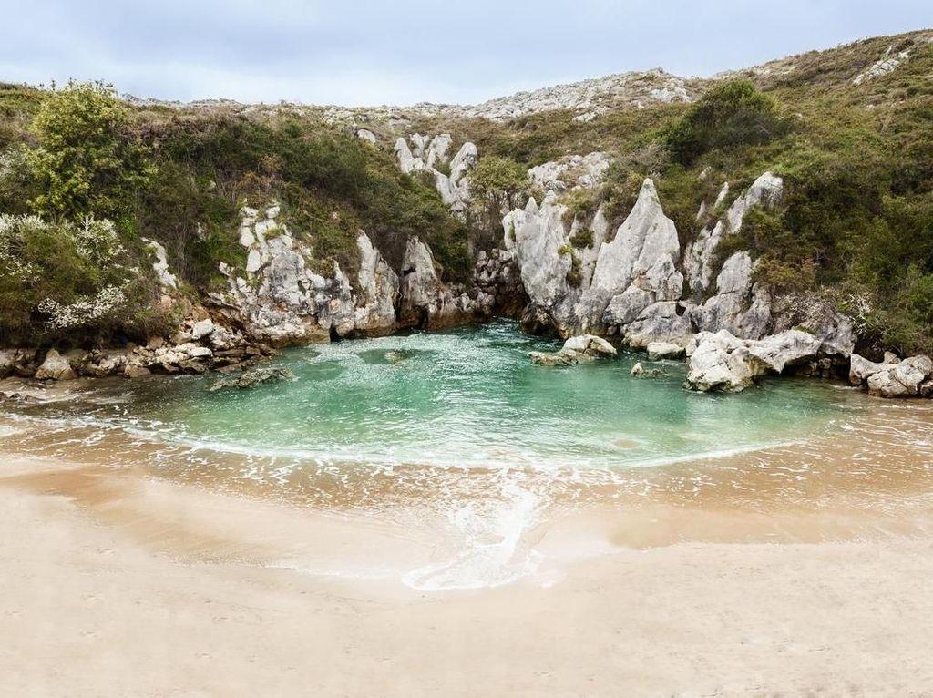Ini Pantai Aneh Banget, Enggak Punya Laut