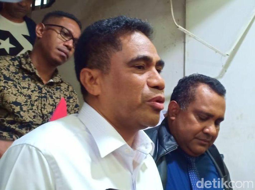Jadi Tersangka Penganiayaan Penyelidik KPK, Sekda Papua Minta Maaf