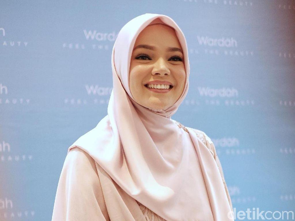 Berusia 38 Tahun, Dewi Sandra Ingin Pede dengan Keriputnya