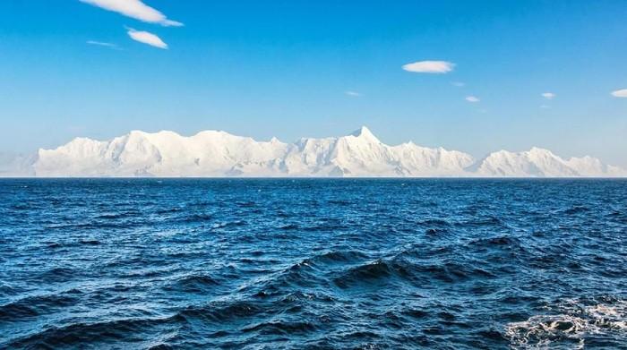 Kaum Bumi datar mau cari tembok es tebal yang katanya merupakan tepian Planet Bitu ini. Foto: (BBC Future/Tim Nutbeam)