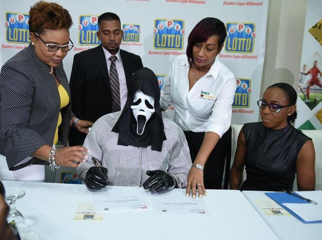 Pemenang Lotre Rp 16 M Ini Punya Cara Unik Agar Orang Tak Pinjam Uangnya