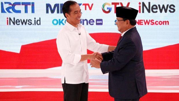 Capres Jokowi dan Prabowo Subianto dalam debat capres kedua.