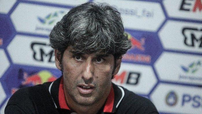 Stefano Cugurra Teco, bekas pelatih Persija yang menangani Bali United. (twitter Bali United)