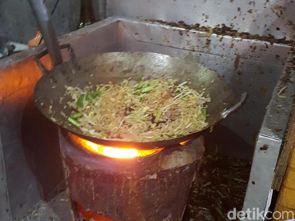 Kwe Tiaw Sapi Arang Ahim : Mulur Renyah Kwe Tiau Sapi Dimasak Pakai Api Arang