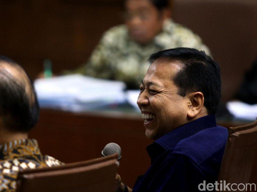 Tawa Setya Novanto di Sidang Kasus Suap Idrus Marham