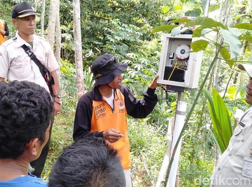 BPBD Banjarnegara Pasang EWS di Lokasi Tanah Gerak