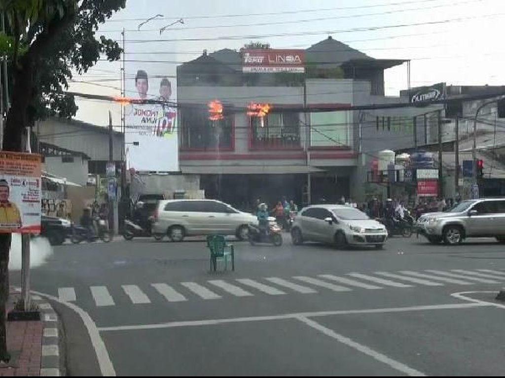 Kabel Listrik di Jalan Veteran Bintaro Terbakar, Sempat Ganggu Lalin