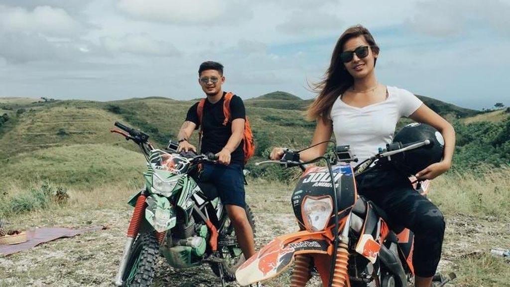Foto: Mau Dibonceng Maria Selena di Bali?