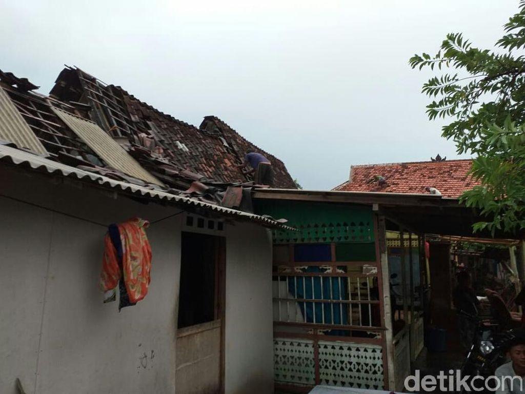 Puluhan Rumah di Situbondo Rusak Disapu Puting Beliung