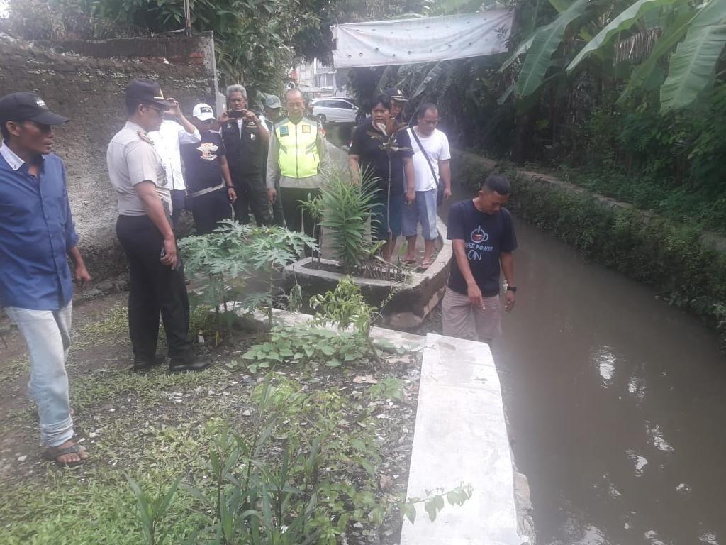 Seorang Balita di Bekasi Tewas Terhanyut Saat Main di Sungai