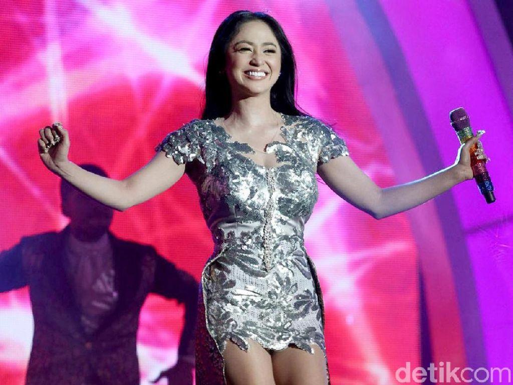 Sebut Kata-kata Tak Pantas di TV, Meldi Bilang Dewi Perssik Tak Waras?