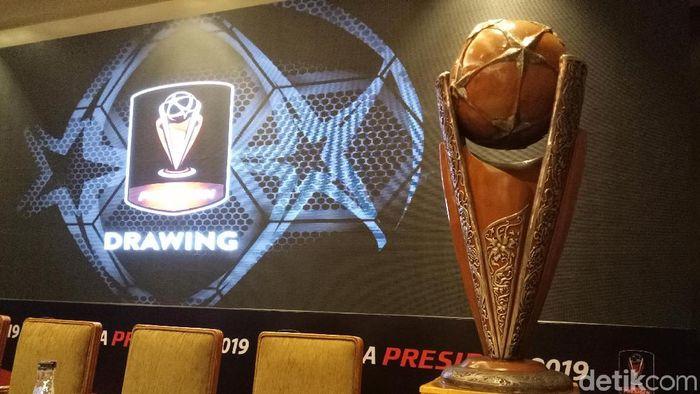 Trofi Piala Presiden. (Foto: Amalia Dwi Septi/detikSport)