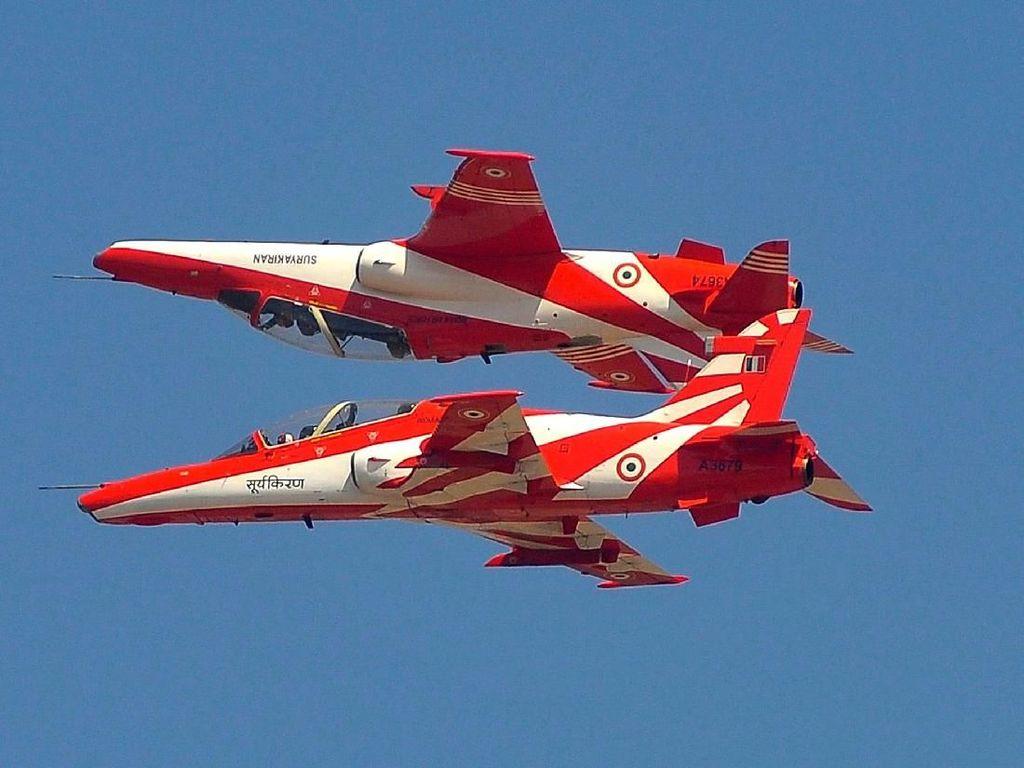 2 Pesawat Tempur India Tabrakan di Udara Saat Latihan Aerobatik
