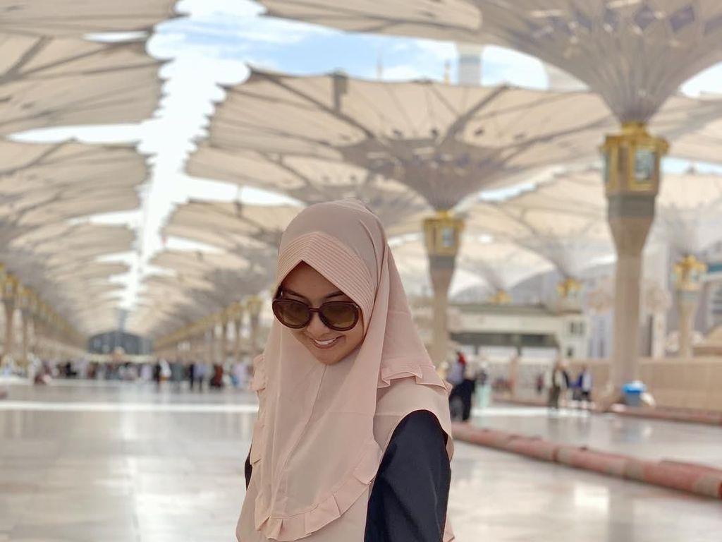 Gaya Hijab Kevin Liliana saat Umrah Tuai Pujian Netizen