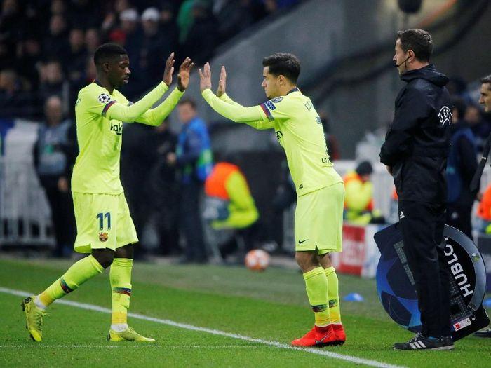 Pemain Barcelona, Philippe Coutinho dan Ousmane Dembele. Siapa tersingkir dengan kedatangan Antoine Griezmann? (Foto: Jean-Paul Pelissier/Reuters)