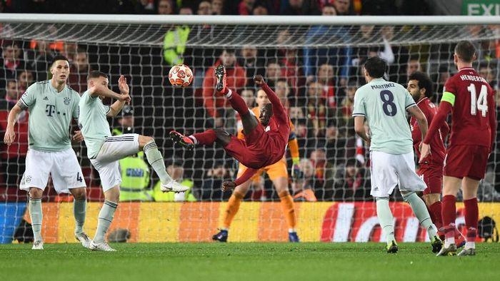 Salah satu aksi saat Liverpool vs Bayern Munich. (Foto: Stu Forster/Getty Images)