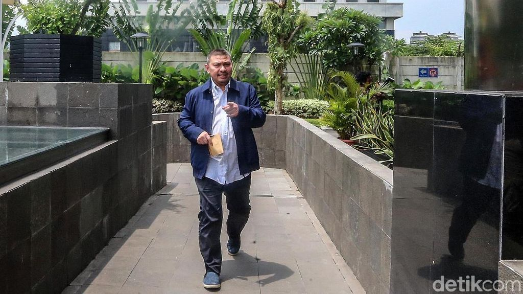 Ketua Fraksi PAN Diperiksa KPK