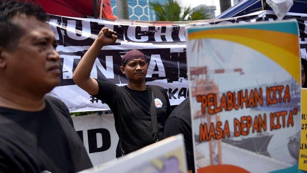 Aksi Damai Pekerja Pelabuhan Indonesia di Kementerian BUMN