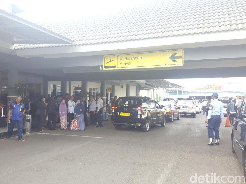 Penerbangan Bandara Abdulrachman Saleh Tak Terimbas Abu Bromo