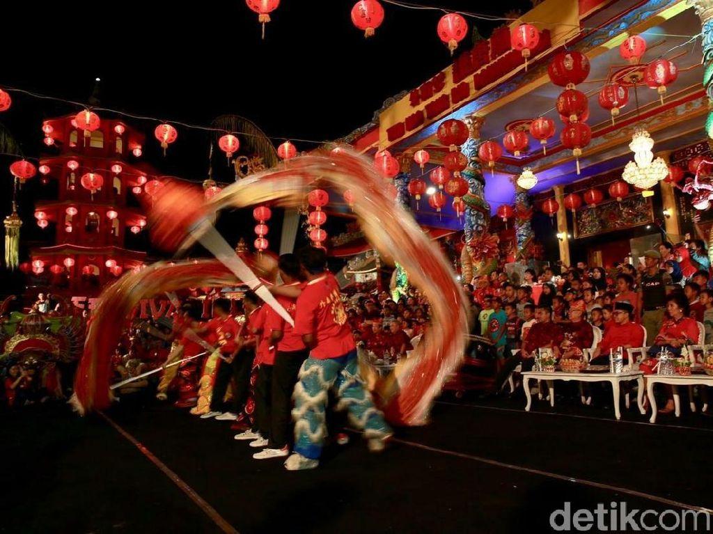 Festival Imlek Banyuwangi, Barongsai Tampil dengan Barong Using