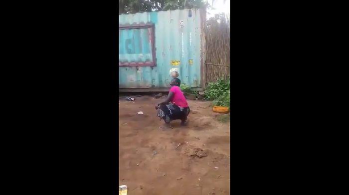 Video wanita Afrika juggling bola viral dan dipuji Presiden AS Donald Trump. (Foto: screenshot Twitter)