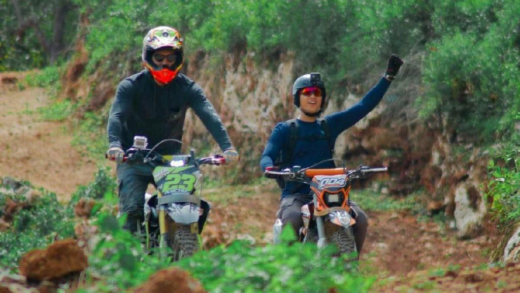 Foto: Si Ganteng Richard Kyle & Bima Aryo Jelajah Buton