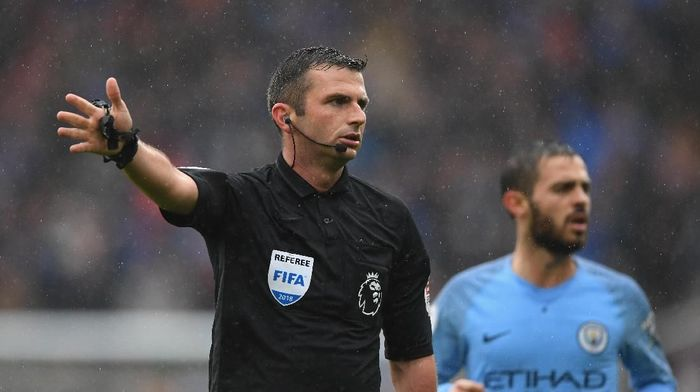 Michael Oliver jadi wasit Manchester United vs Liverpool (Stu Forster/Getty Images)