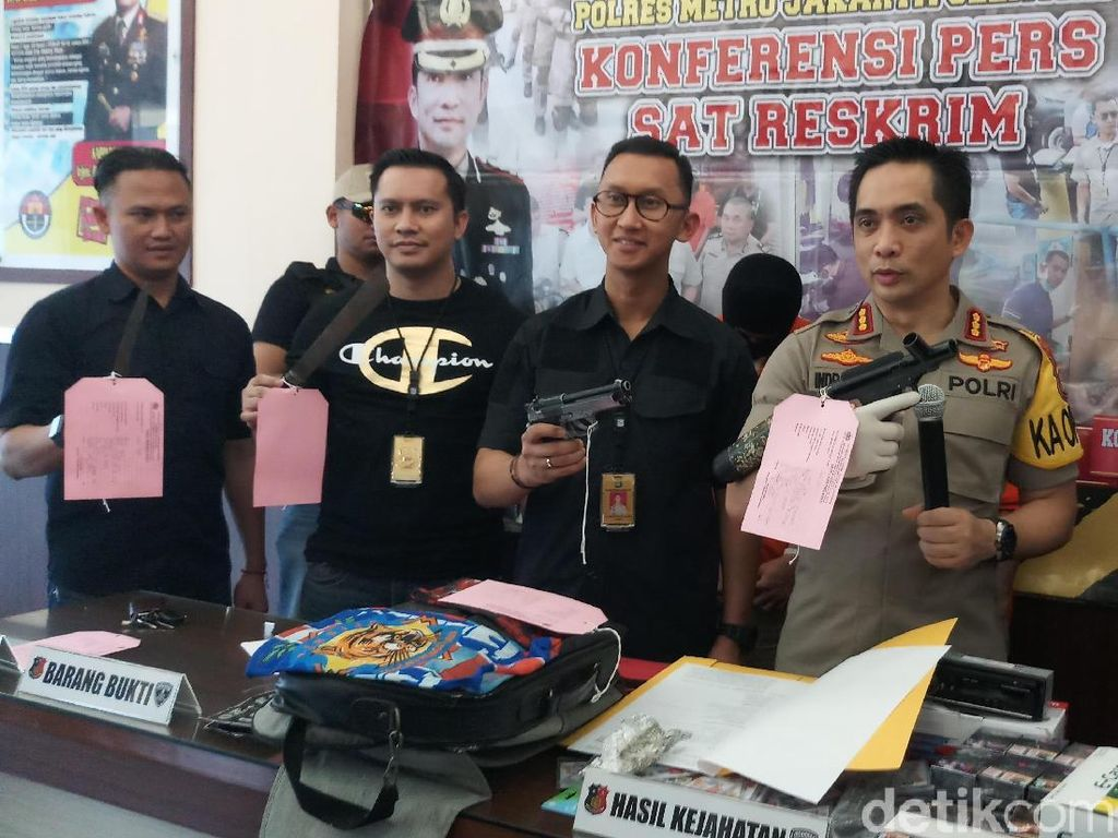 Polisi Tangkap Kawanan Perampok Berpistol Spesialis Minimarket di Jaksel