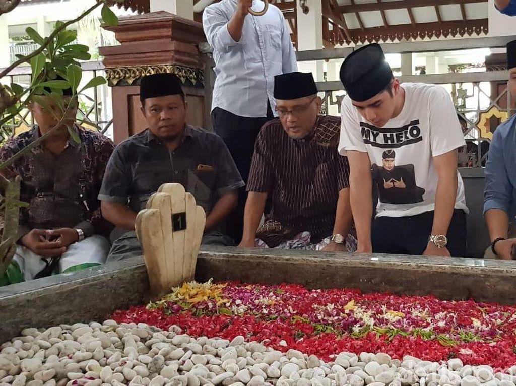 Kala Al Ghazali Jenguk Dhani dan Ziarah ke Makam Gus Dur