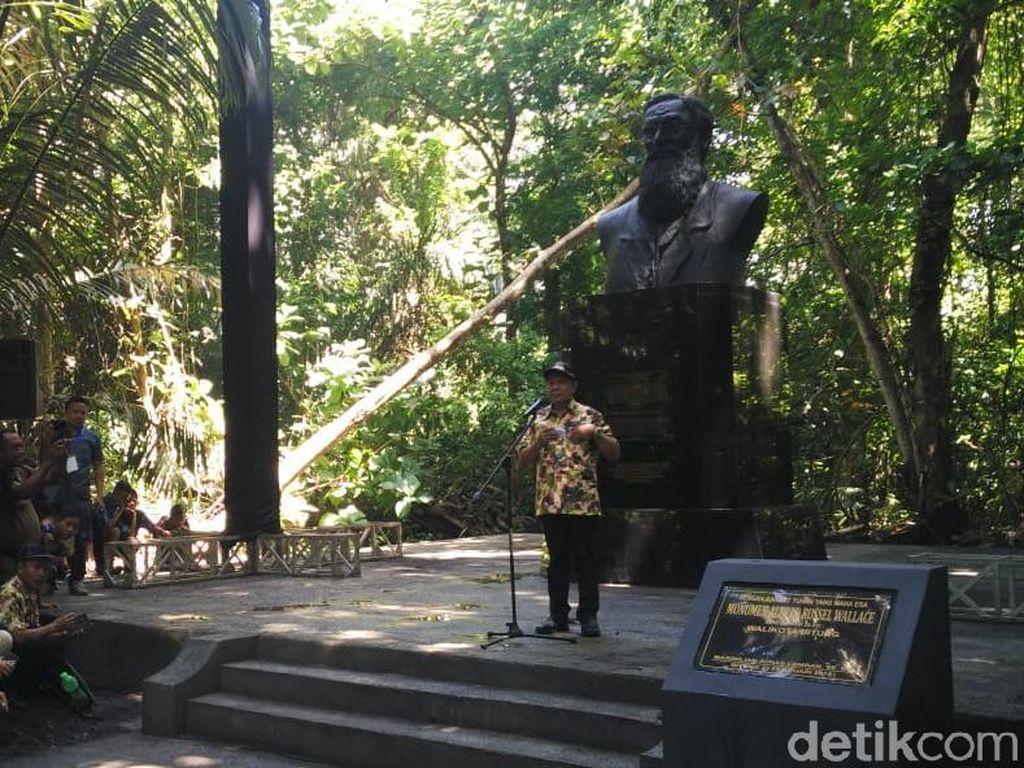 Cagar Alam Tangkoko Berusia 100 Tahun, Patung Alfred Wallace Diresmikan