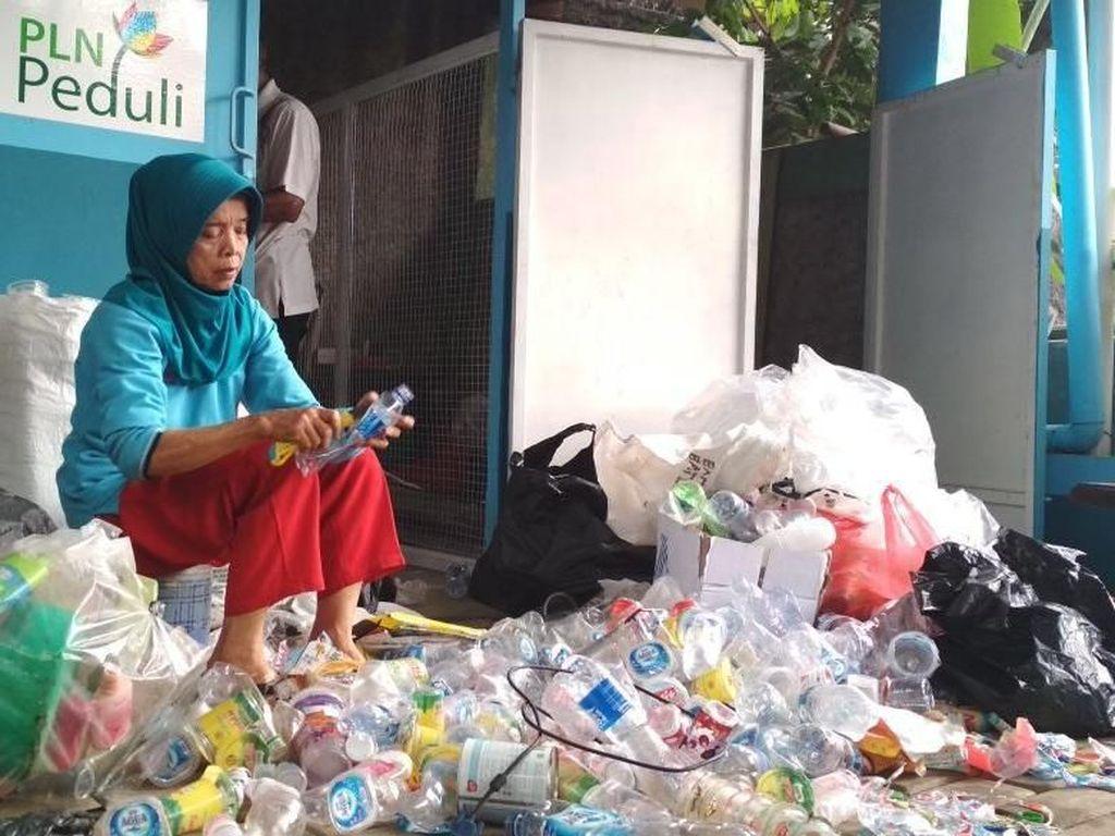 Tampung 300 Ton Setahun, Bank Sampah Binaan PLN Hasilkan Rp 950 Juta