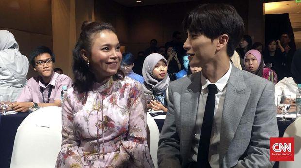 Personel Super Junior Leeteuk bakal membuat kolaborasi perdana dengan penyanyi Indonesia Rossa.