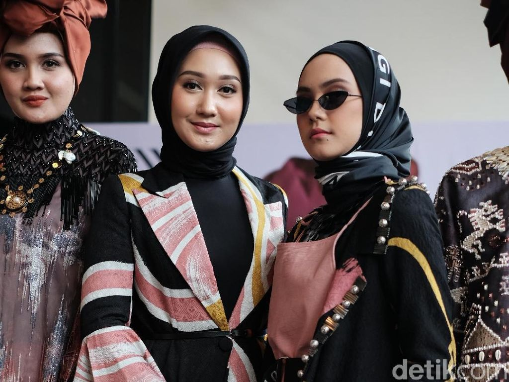 Tampil di New York Fashion Week, Baju Dian Pelangi Ditaksir Miss USA
