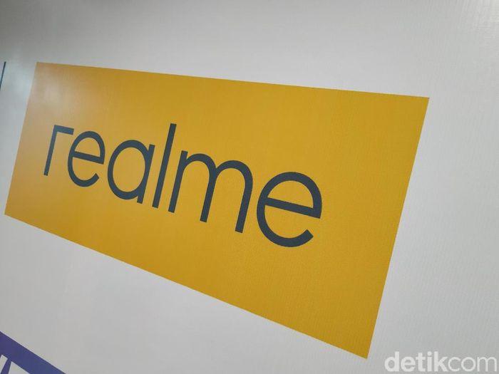 Logo merek Realme. Foto: Agus Tri Haryanto/detikINET