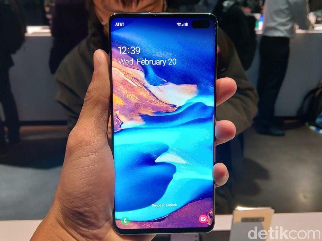 Menggenggam Samsung Galaxy S10 dan Galaxy S10+ yang Menawan