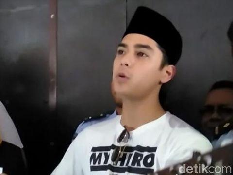 Al saat menjenguk sang ayah di Surabaya/