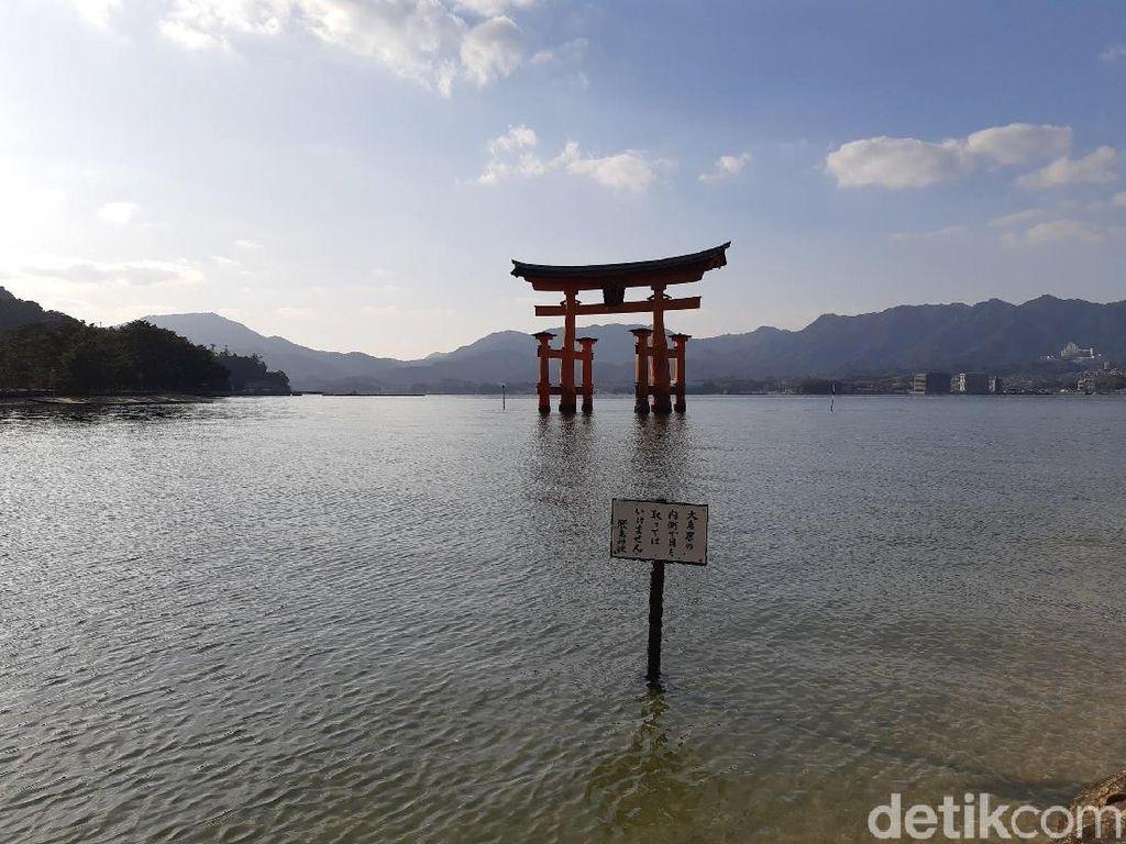 Foto: Keindahan Kuil Terapung Kebanggaan Jepang