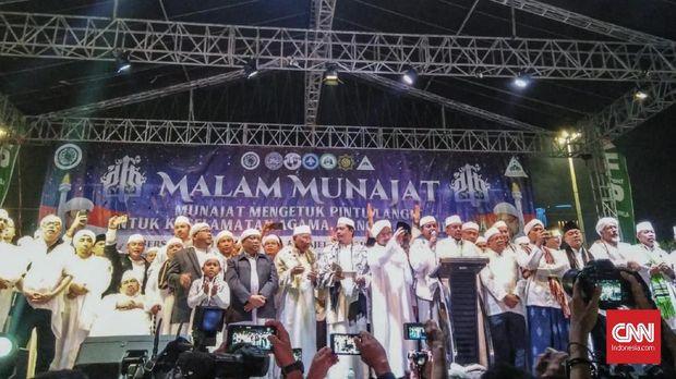 Panggung Malam Munajat 212 yang diisi oleh sejumlah ulama dan tokoh politik.